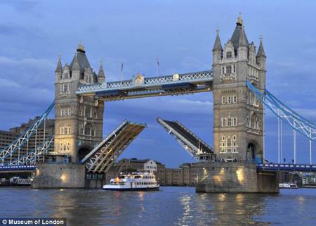 【趣闻】伦敦塔桥今年120岁啦(1)