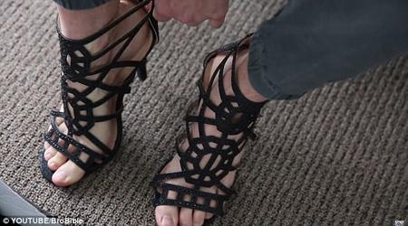 总听女生抱怨穿高跟鞋很累,美国小伙决定踩一天恨天高试试